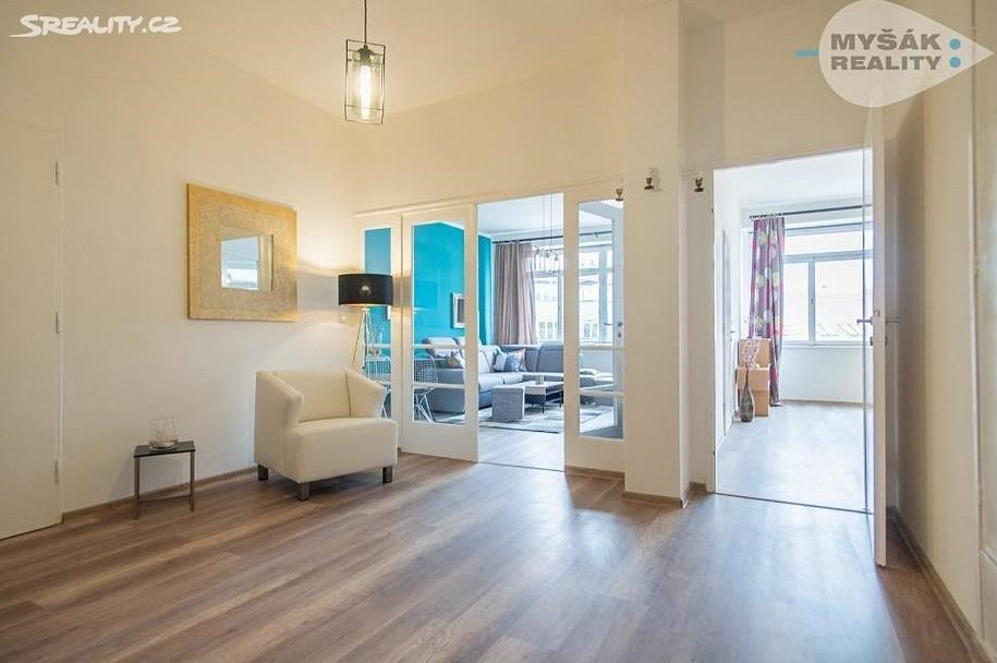 Сколько стоит снять квартиру в чехии купить коттедж в дубае